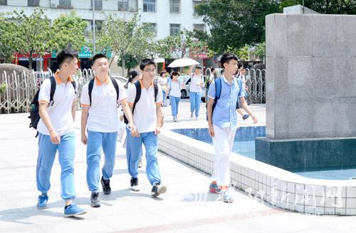全市8.6万考生参加中考 共有2927个考场