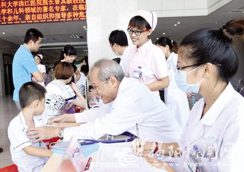 揭西籍省级医学专家回家乡开展义诊活动